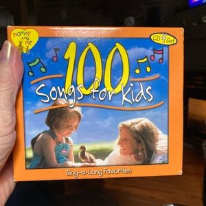 100 Songs for Kids. Great Condition!  Almost New!